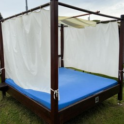 Family Bed - Outside garden zone 18.8.2020